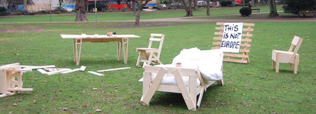 hessisches staatstheater wiesbaden utopie mit hammer und nagel. Black Bedroom Furniture Sets. Home Design Ideas